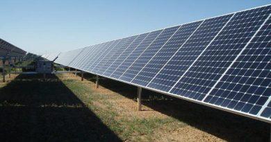 Pháp cam kết chi 700 triệu euro phát triển năng lượng Mặt Trời