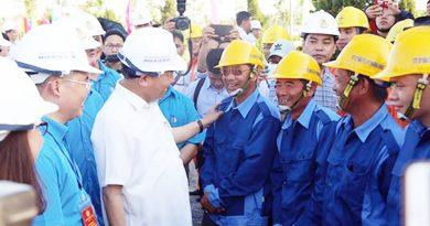 Thủ tướng Nguyễn Xuân Phúc thăm và làm việc với công nhân tại Hà Nam ngày 19/5/2018 (Ảnh: Vnexpress).