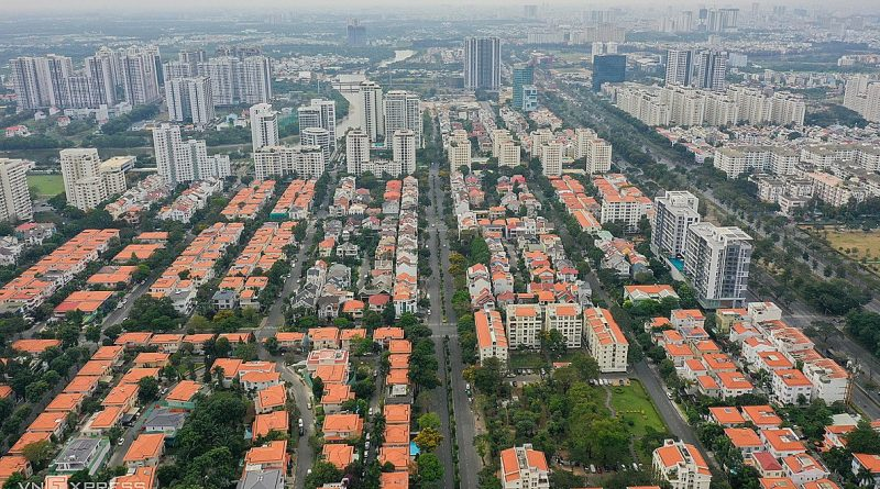 Real estate investors under strong pressure to lower prices